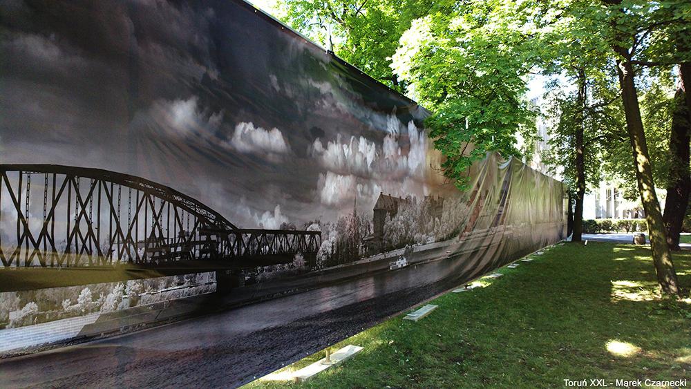Toruń XXL - reportaż z montażu zdjęć